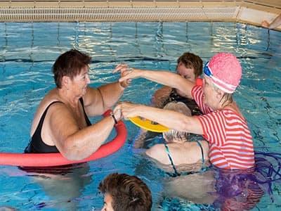 Zwemmen met dementie in De Tweesprong